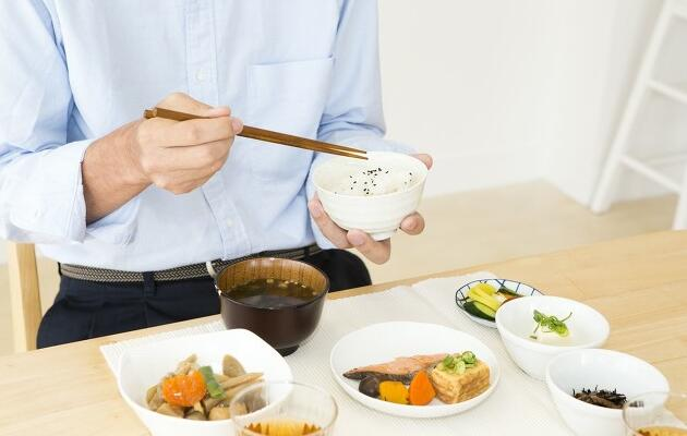 日常健(jian)康飲食中,葷(hun)素食如何搭配?